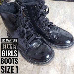 DR. MARTENS  Girls Delaney Black Boots